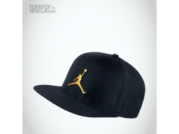 Imagen Gorra Jordan Youth (Snapback Con Broche Ajustable) Black/Gold